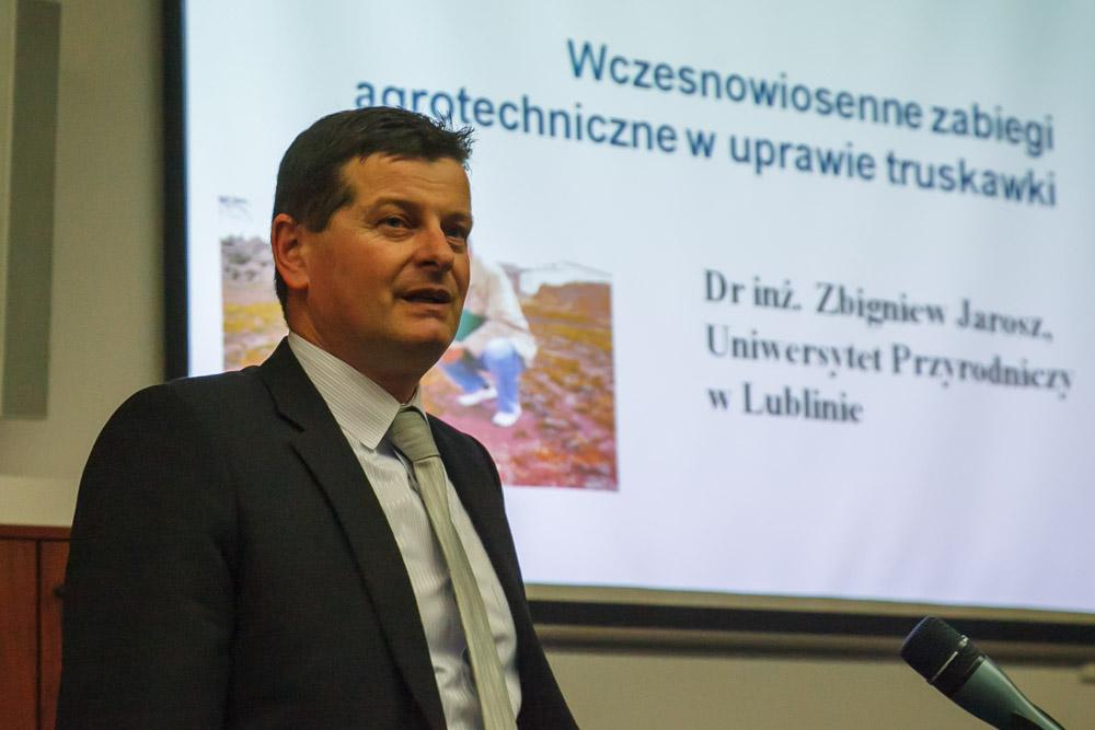 technologia uprawy, truskawka, nawożenie truskawek, dr Zbigniew Jarosz, ZZO Warka