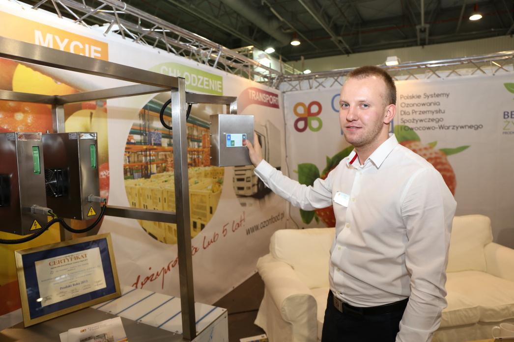 Krzysztofa Kiblera z firmy Ozon Food (będącej polskim producentem systemów ozonowania dla przemysłu owocowo-warzywnego)
