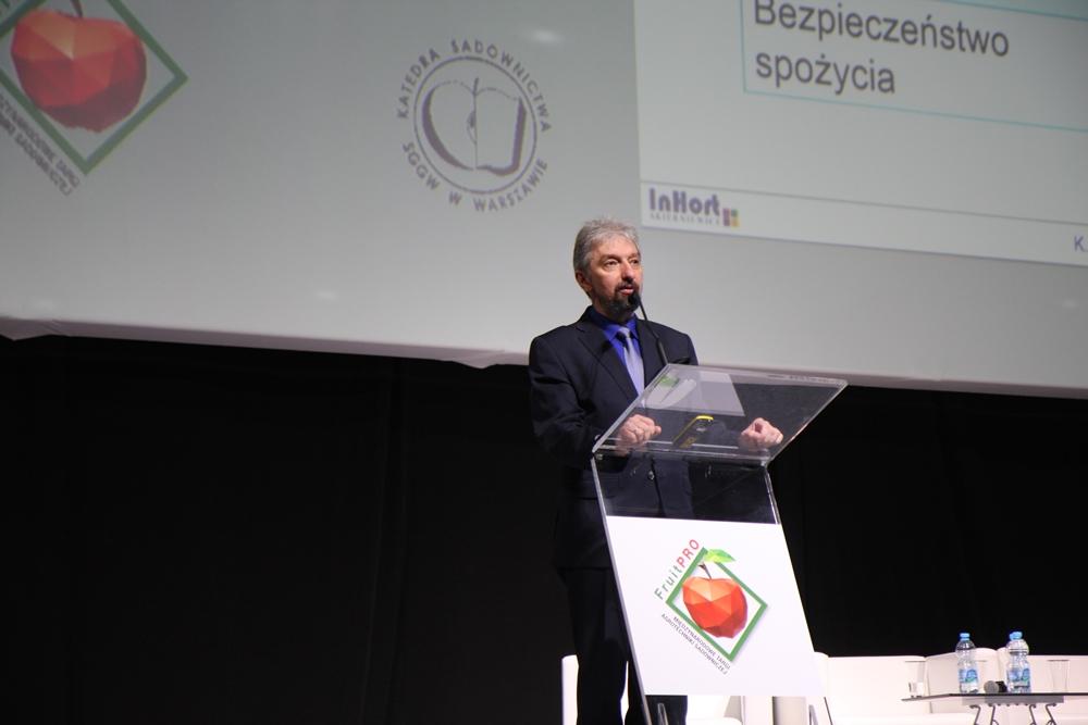 Dr Krzysztof Rutkowski z IO w Skierniewicach omówił kwestie związane ze schładzaniem i przechowywaniem owoców jagodowych i pestkowych