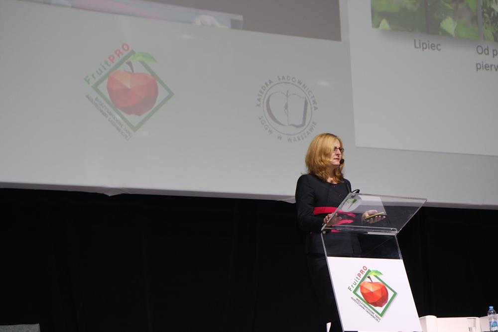 Dr Agnieszka Orzeł z firmy NIWA z Brzeznej opowiadała o produkcji malin w Polsce