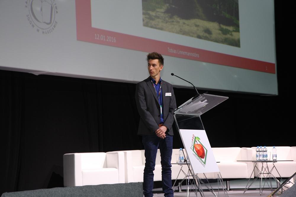 Tobias Linnemannstons, reprezentujący szkółkę KRAEGE Beerenpflanzen z Niemiec opowiada o obserwacjach w uprawie malin