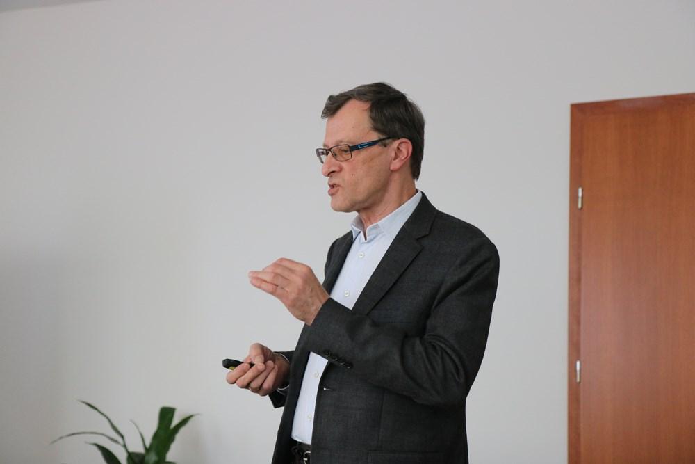 Tomasz Pisulewski omawia produkty ICL