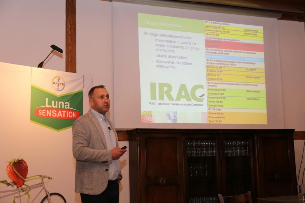 Nowe możliwości zwalczania chorób i szkodników w uprawie roślin jagodowych przedstawił Tomasz Gasparski z firmy Bayer
