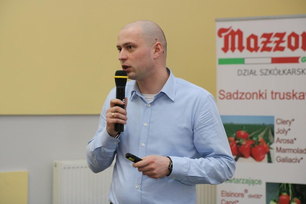Konrad Kozakiewicz z firmy Haygrove przedstawił ofertę tuneli foliowych