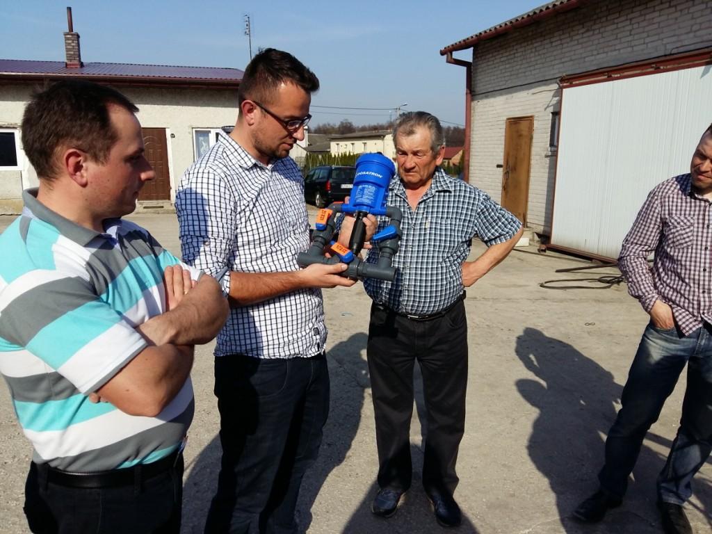 Grzegorz Głuszcz, który w firmie Agrosimex zajmuje się projektowaniem instalacji nawodnieniowych i montażem urządzeń do fertygacji