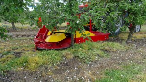 Kosiarka KS220R w sadzie