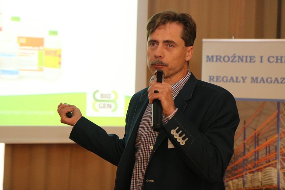 Piotr Pańczak z firmy Bio-Gen prezentuje ofertę podmiotu