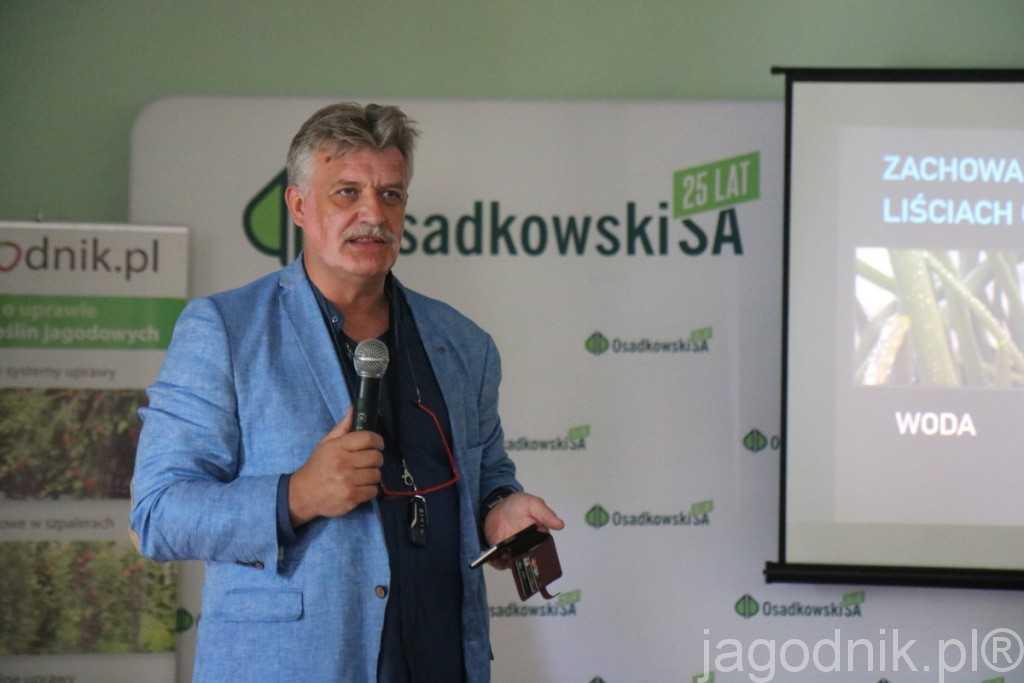 O tym jak prowidłowo realizować ochorne biologiczną i jak wspomagać naturalne mechanizmy obronne truskawek informował Piotr Zajkowski z firmy BioAgris