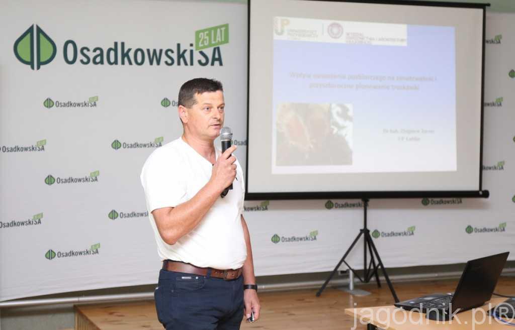 Wpływ nawożenia pozbiorczego na zimotrwałość i plonowanie truskawek były tematem wystąpienia dr hab. Zbigniewa Jarosza z UP w Lublinie