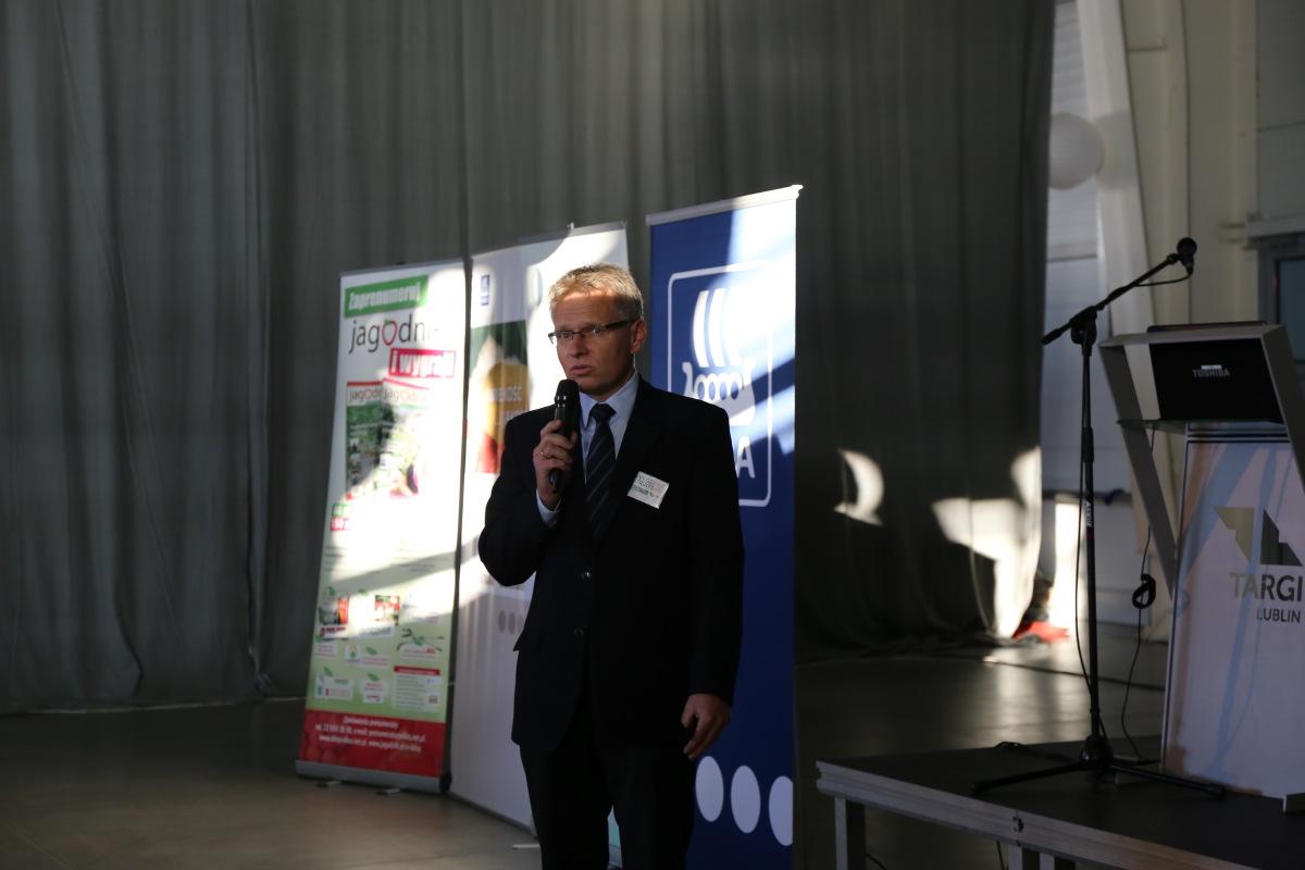 Potrzeby pokarmowe różnych odmian malin omawiał dr Paweł Krawiec (UP w Lublinie)